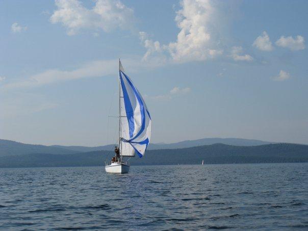 Яхта на озере Тургояк
